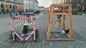 Wacławowi towarzyszy Maria. Drugi dzwon przy Krakowskim