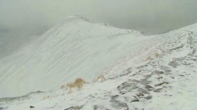 Kolejna dostawa śniegu, obryw skalny. Niebezpieczne Tatry