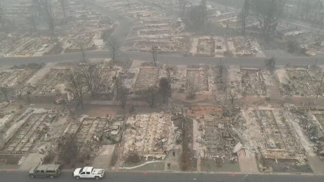 36 ofiar śmiertelnych, tysiące budynków obróconych w popiół. Tragiczne pożary w USA