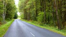 Lokalnie pokropi, ale poza tym spokojnie i sucho na drogach
