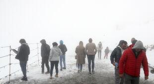 Zima na Kasprowym Wierchu w ostatnią niedzielę maja (PAP/Grzegorz Momot)
