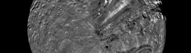 Katastrofalne zderzenie? Pływający lód? Naukowcy prawie rozwiązali zagadkę Księżyca-Frankensteina